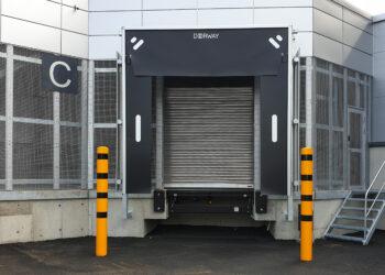 Doorway erikoisovet nosto-silta lastauslaituri. Nosto-ovet teollisuuteen.