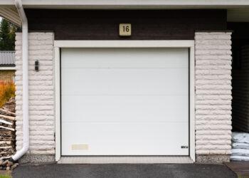Doorway DW3 -sileä valkoinen nosto-ovi