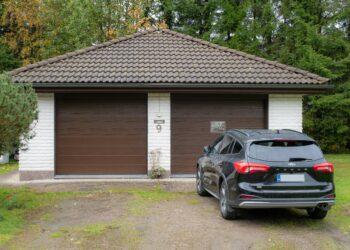 Doorway DW4 leveä vaakaura ruskea nosto-oviremontti